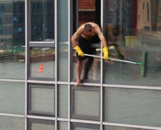 Fit mit Fenster putzen